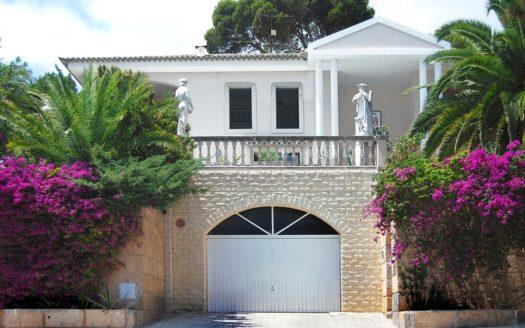 villa-front-900x600_c