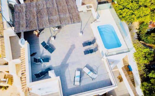 Livingbycarlos-Mallorca-Cala Major-Holiday Licence-Pool-Sea views